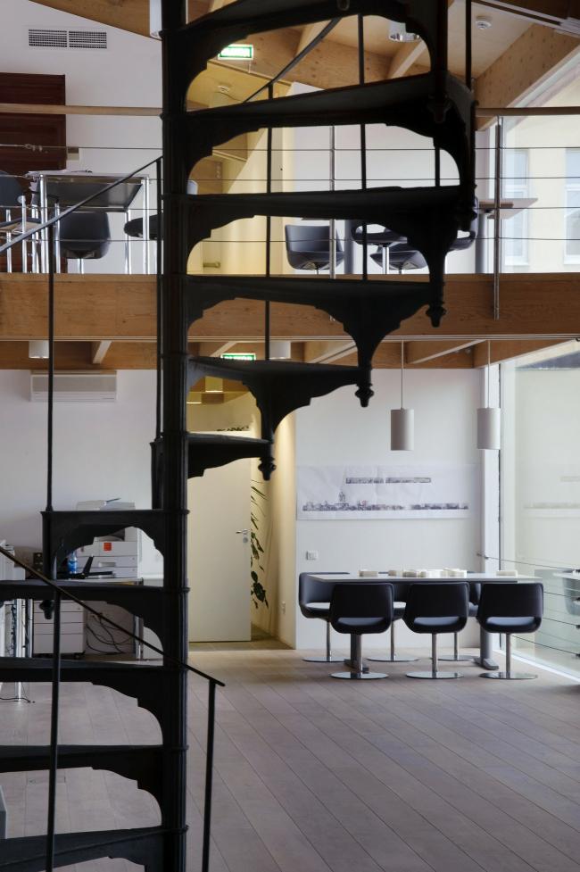 Лестница между уровнями. Фото А.Народицкого