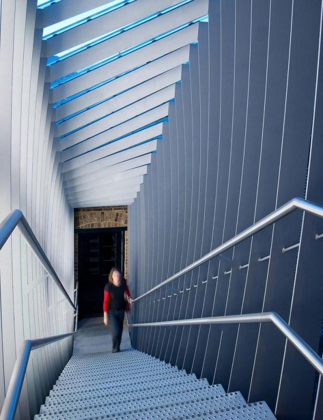 Мост галереи керамики Музея Виктории и Альберта © WikinsonEyre