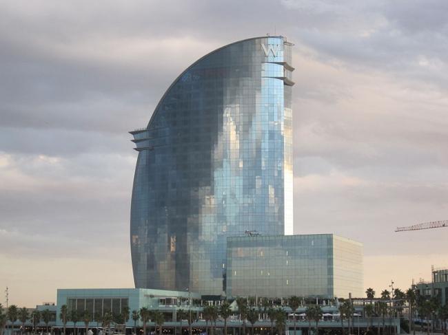 Отель W Barcelona. Фото: Bj.schoenmakers via Wikimedia Commons. Лицензия CC-BY-SA-3.0