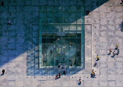 «Болин Сивински Джексон». Магазин Apple на 5-й Авеню в Нью-Йорке. Надземный вестибюль. 2006