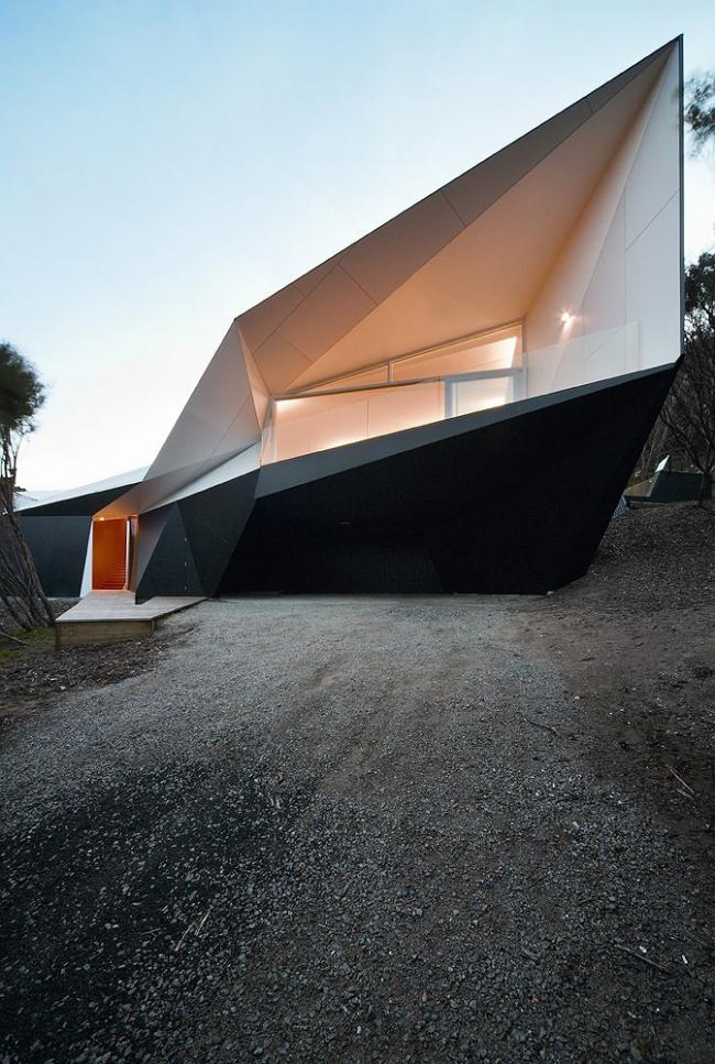 """Проект – победитель раздела """"House"""" (Частный дом) – Вилла """"Klein Bottle House« в Рае, Австралия. Проект бюро »McBride Charles Ryan"""", Австралия. Фото: John Gollings"""