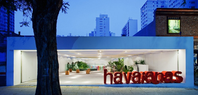 """Проект – победитель раздела """"Shopping"""" (Торговля) – Цветочный магазин """"Havaianas"""", Сан-Паулу, Бразилия. Проект архитектора Isay Weinfeld, Бразилия. Фото: Nelson Kon"""