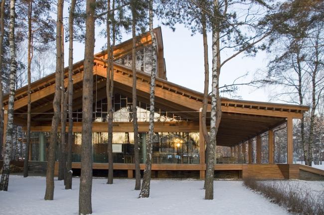 Внешний вид здания Гольф-клуба. Архитектор Тотан Кузембаев. Курорт «ПИРогово».