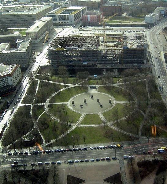 Территория «Ратхаус-Форума» в 2008. Вид с телебашни