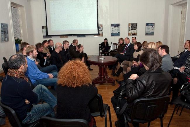 Во время круглого стола в Белой Гостиной Центрального дома архитектора. Фото: Илья Коузов © ПИРогово