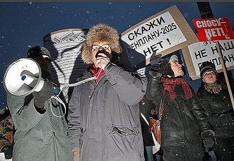 В общественных объединениях, протестовавших против генплана развития Москвы, заявили, что необходим «не просто перенос, а кардинальная переработка документа» Фото: Евгений Самарин / Коммерсантъ /