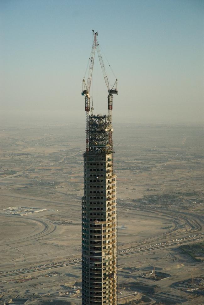 Бурж Дубай. В процессе строительства. Фото: Aheilner. Лицензия: GNU Free Documentation License, Version 1.2