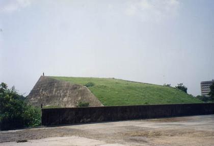 Чандигарх. Искусственный холм - основание для Солнечных Часов