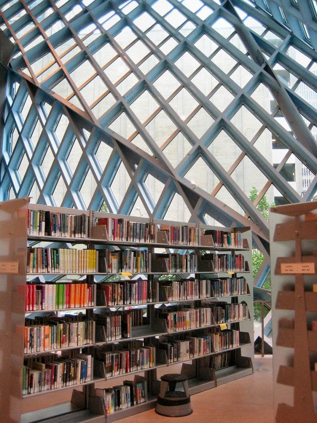 Рем Колхас. Центральная библиотека Сиэтла. Фото: J. Miers via Wikimedia Commons. Лицензия CC-BY-SA-4.0