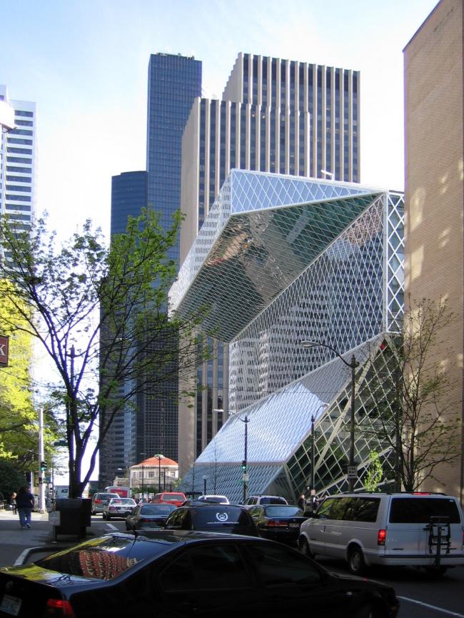 Рем Колхас. Центральная библиотека Сиэтла. Общий вид. Фото: DVD R W via Wikimedia Commons. Лицензия CC BY-SA 3.0