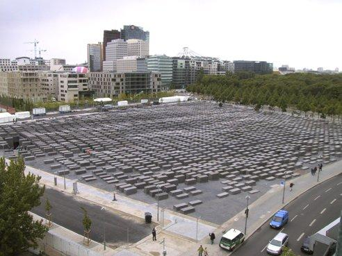 Монумент погибшим евреям Европы Берлин, Германия  Питер Айзенман, 2005 Фото © Eisenman Architects