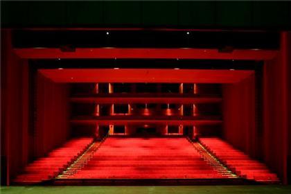 Театр Гатри. Зал со сценой-коробкой