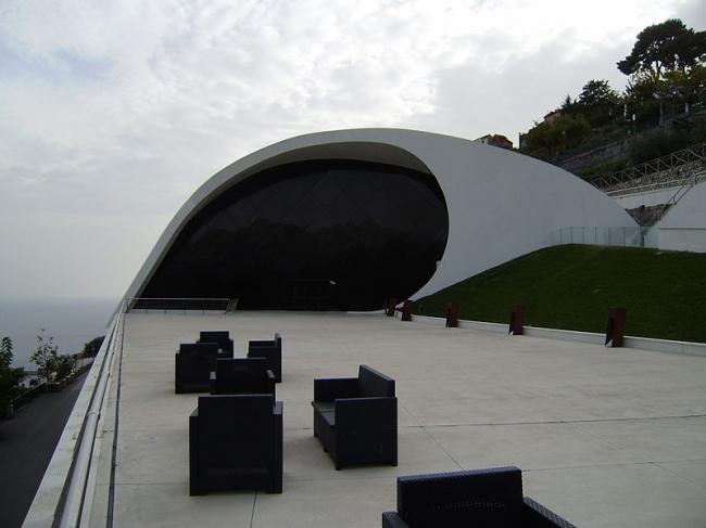 Аудитория Оскара Нимейера. Фото: Wsalcher Wolfgang H. Salcher via Wikimedia Commons. Лицензия CC-BY-SA-3.0