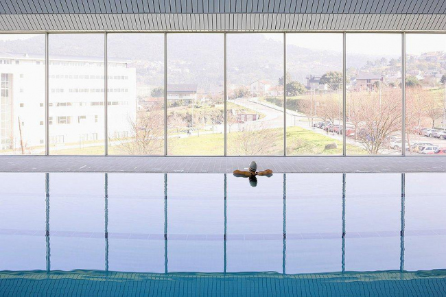 Бассейн кампуса Университета Виго в Оренсе. Фото © Pedro Pegenaute