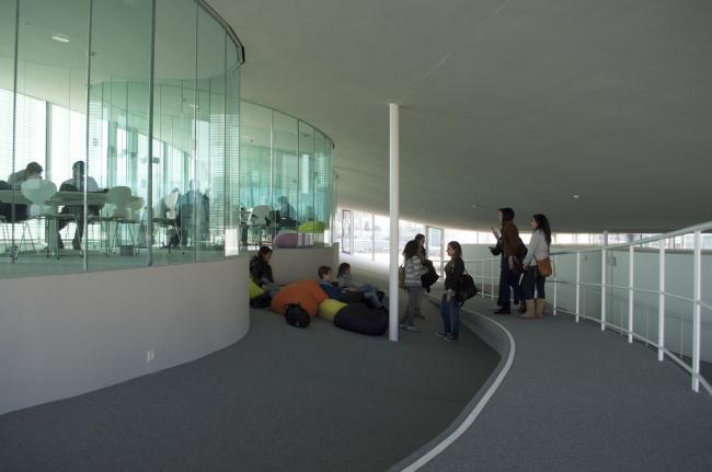 Учебный центр Rolex Федеральной политехнической школы Лозанны. Фото: Paolo Mazzoleni via Wikimedia Commons. Лицензия CC BY 2.0