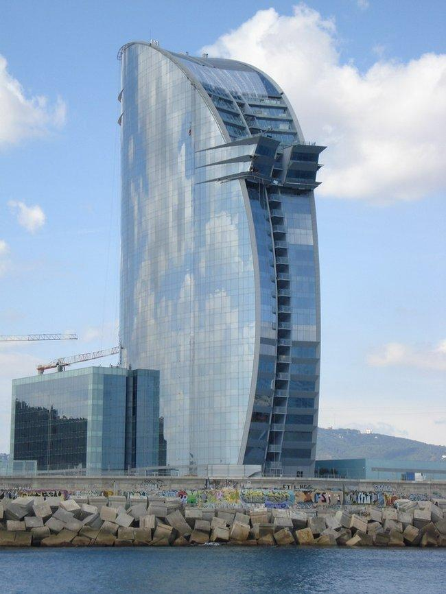 Архитектор Риккардо Бофилл Флагманский отель сети W Hotels Worldwide Барселона, Nova Bocana