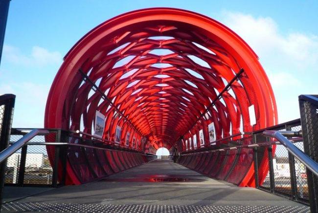 Пешеходный мост в Ла-Рош-сюр-Йон. Фото © Christian Richters