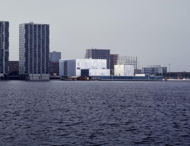 Театр Де Кунстлини в Альмере. 2007. Photos by Hisao  Suzuki, Courtesy of  SANAA