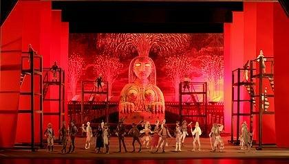 Сценография к спектаклю «Пламя Парижа»