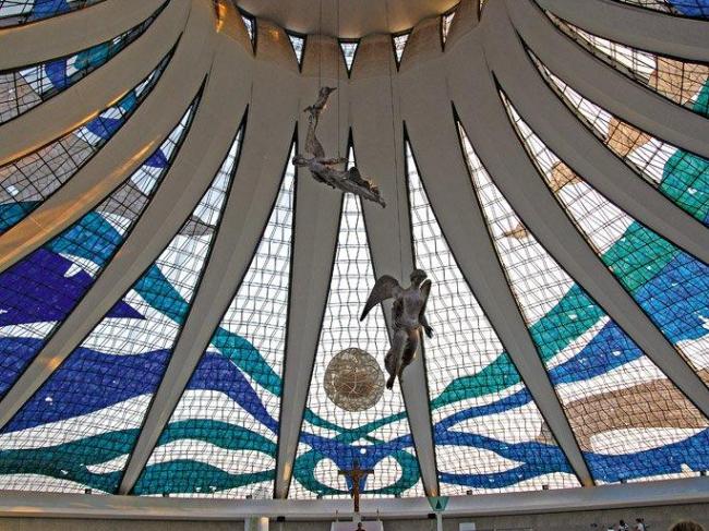 Интерьер собора Богоматери