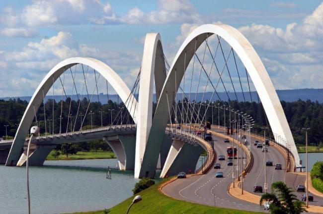 Мост JK на водохранилище Парануа