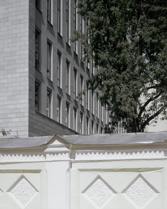 Административное здание на Страстном бульваре. Фрагмент фасада. Фотография ©  Юрий Пальмин