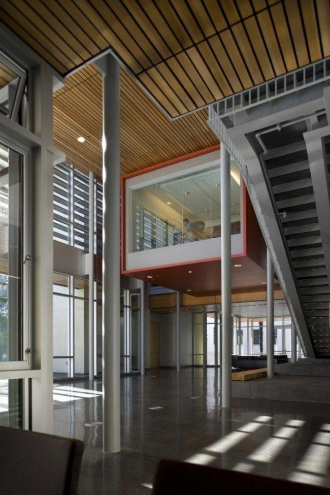Школа бизнеса Лоуки Миллс-Колледжа. Фото © Nic Lehoux