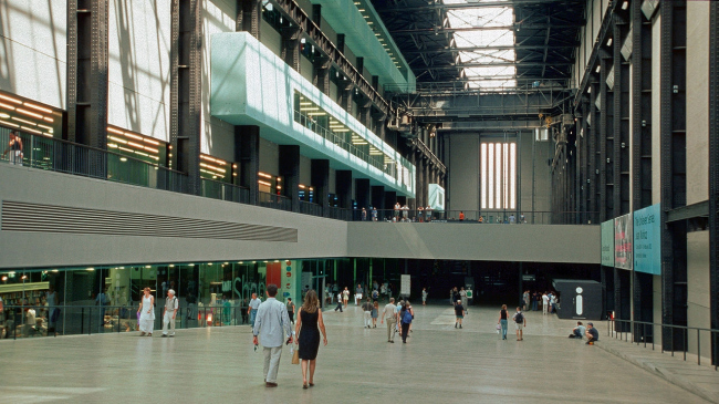 Tate Modern Gallery. The Turbine Hall Photo: Hans Peter Schaefer via Wikimedia Commons. CC BY-SA 3.0 License