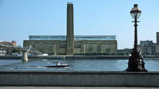 Tate Modern Gallery. Photo: Hans Peter Schaefer via Wikimedia Commons. GNU Free Documentation License, Version 1.2