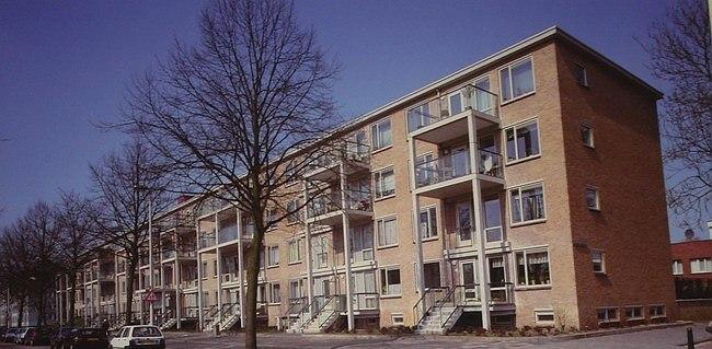 Buro Van Schagen. Реконструированный жилой массив Hof Loevesteijn в Гааге. 1997-2002