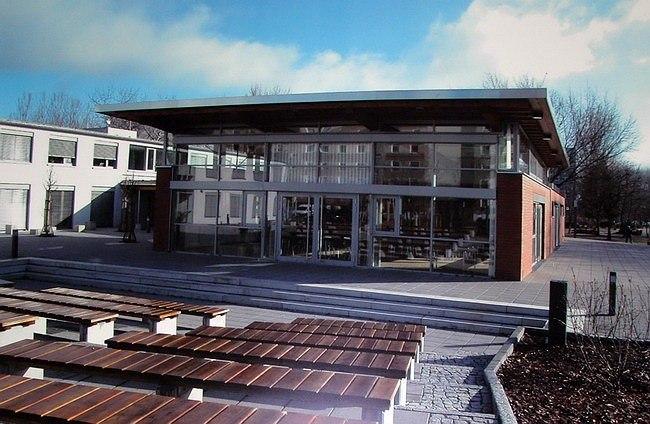 Гражданский центр Ораниенбург-Миттельштадт в Ораниенбурге. Реконструкция здания ясли-сада. Бюро HP-Architekten. 2004-2005. Экспонат выставки «Модернизация панельных зданий. Опыт Германии»
