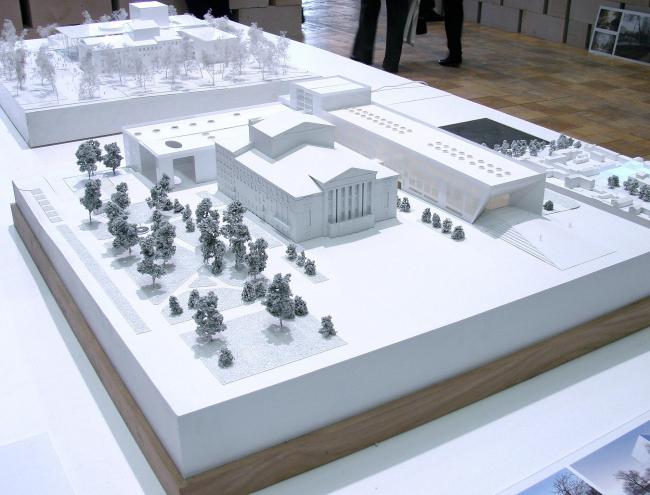 На первом плане - проект Сергея Скуратова, о котором мы подробно писали, на дальнем - Henning Larsen Architects.