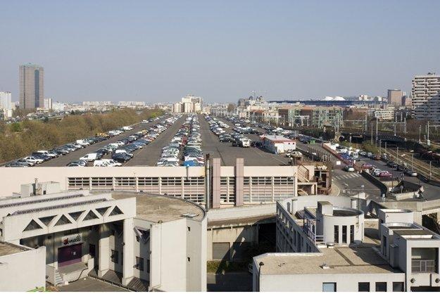 Вид крыши склада Макдональд, служащей автостоянкой, до начала реконструкции