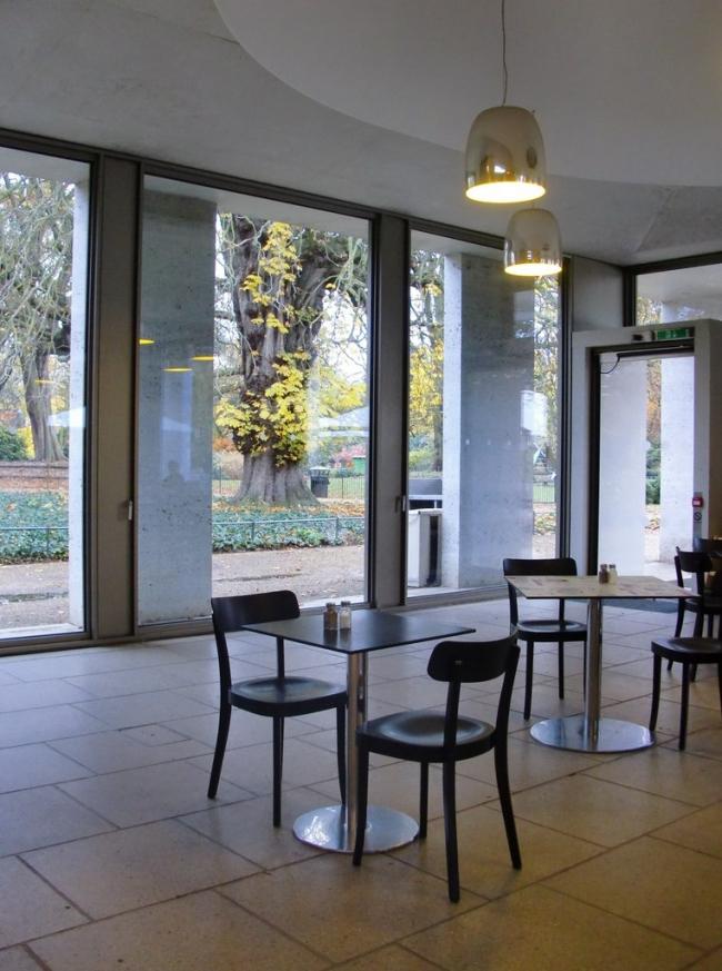 Кафе в парке Чизик-Хауса. Фото: Stefan Czapski via Geograph. Лицензия CC BY-SA 2.0