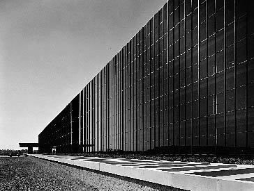 "Эро Сааринен. ""Bell Labs"" в Холмделе"