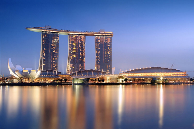 Отель Marina Bay Sands. Фото: Someformofhuman via Wikimedia Commons. Лицензия GNU Free Documentation License, Version 1.2