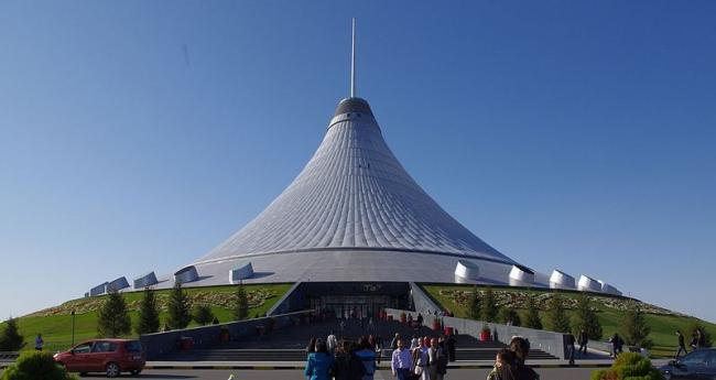 Хан Шатыр - развлекательный центр. Фото: Ken and Nyetta via Wikipedia Commons. Лицензия CC-BY 2.0