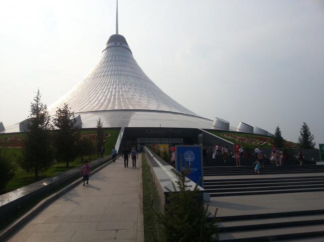 Хан Шатыр - развлекательный центр. Фото: Jeremy Weate via Wikipedia Commons. Лицензия CC BY 2.0