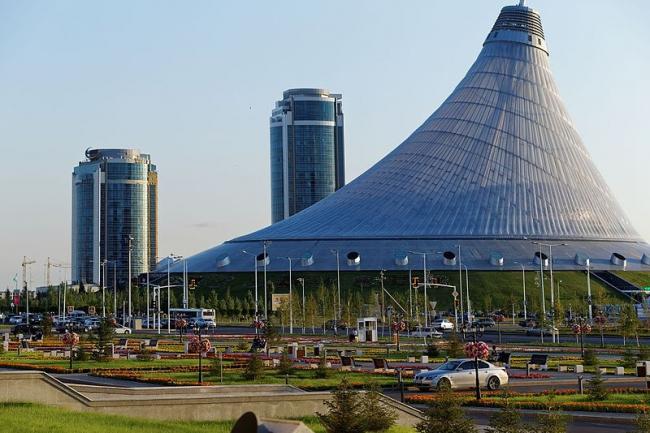 Хан Шатыр - развлекательный центр. Фото: Albert Bergonzo via Wikipedia Commons. Лицензия CC-BY-SA-4.0