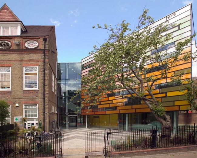 dRMM. Начальная школа «Клэпхем-Мейнор» в Лондоне. Фото © Jonas Lencer