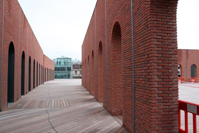 Культурно-развлекательный центр Alhondiga Bilbao