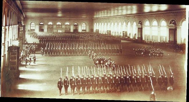 Смотр императорских войск в московском Манеже