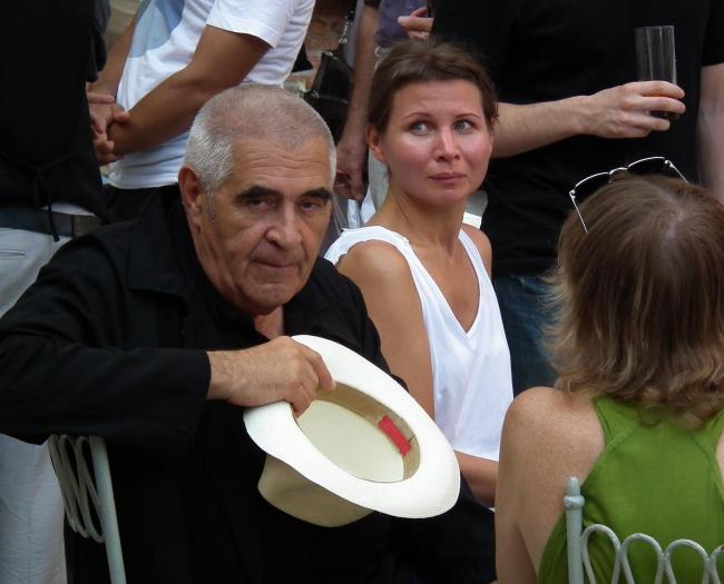 Директор MAC Петер Нойвер (слева) и Наталья Тимашева, главный редактор журнала Интерьер+Дизайн (в центре), на открытии выставки «Кабинет директора».