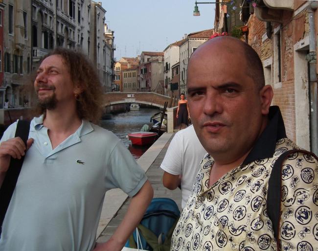 Григорий Ревзин, один из со-кураторов павильона России (справа), Кирилл Заев, дизайнер (слева).