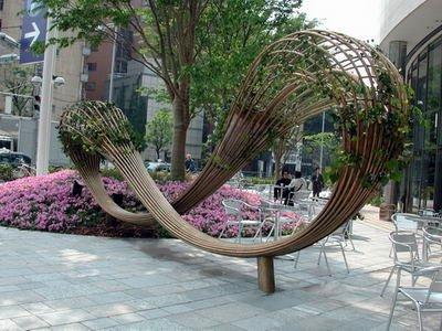 Evegreen - нечто среднее между городской скульптурой и скамейкой в районе Роппонги Хиллс в Токио