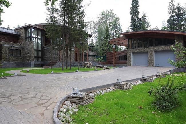 Дом с полукруглой террасой © Архитектурное бюро Романа Леонидова
