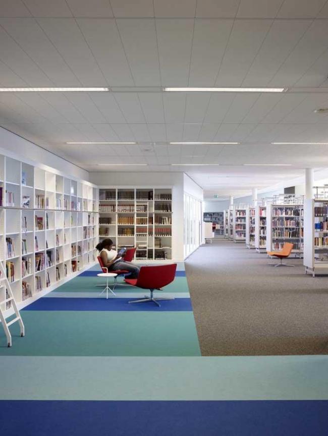 Городская библиотека Хелмонда. Фото © Christian Richters