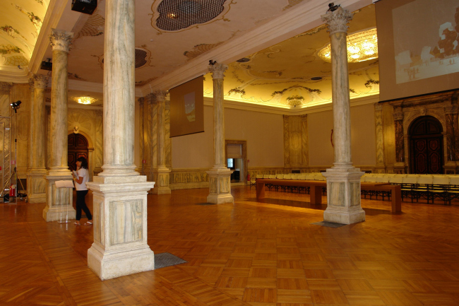 Колонный зал палаццо Ка Джустиниан. Фото Нины Фроловой