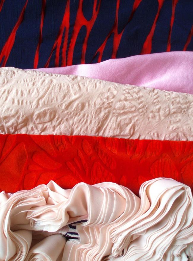 Ткани из коллекции Intus - дипломной работы выпускницы ENSAD 2010 года Паскалин Фрежьер. Фото с сайта www.ensad.fr