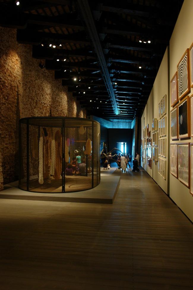 Вид экспозиции работ Луизы Буржуа в Фонде Ведова. Фото Нины Фроловой